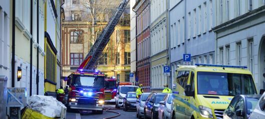 Brannen i Fauchalds gate er slukket: - Ingen personer er skadd, men to leiligheter er ubeboelige