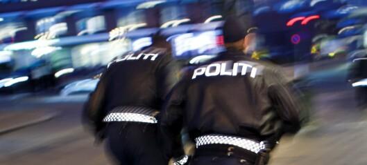 Festdeltakere i Gamlebyen prøvde å rømme i sokkelesten. Politiet stanset flere ulovlige fester i natt