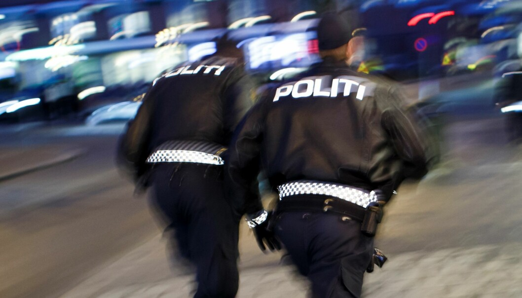 — Det løp fire personer fra stedet uten sko. De ble raskt innhentet og ført tilbake til leiligheten, forteller politiet om den ulovlige festen i Gamlebyen.