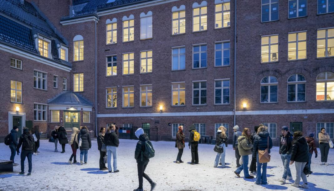 Elever ved Fagerborg skole i bydel St. Hanshaugen i skolegården onsdag morgen.