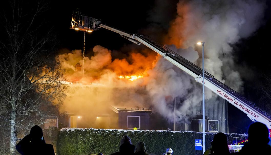 En gang om dagen har Oslos brannmannskaper måttet rykke ut til boligbranner så langt i år. Her fra en rekkehusbrann på Lambertseter i februar.