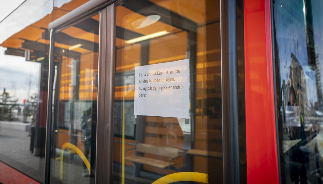 Ruter må innstille flere bussruter i Oslo vest og Bærum fra fredag morgen etter at en ansatt er blitt koronasmittet.