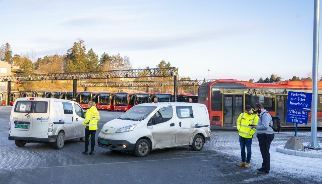 Bussanlegget ved Furubakken i Bærum er rammet av koronavirus og en rekke busslinjer i Oslo er innstilt.