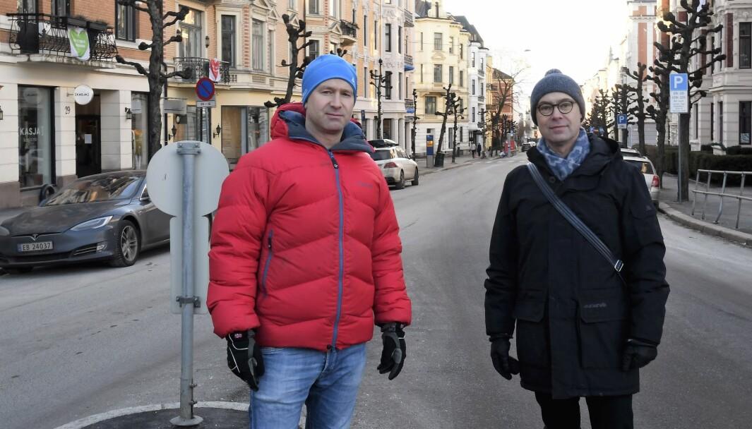 Skovveien-beboerne Jesper Jørgensen (t.v) og David Husum lover å kjempe mot Ruters flytteplaner for Briskebytrikken til alle muligheter er oppbrukt.