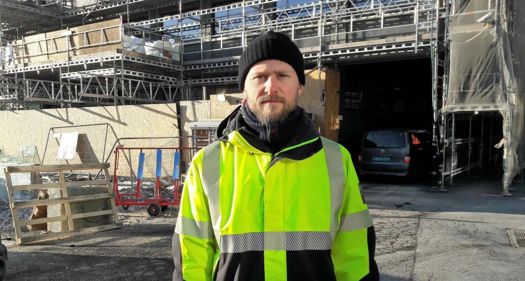 Useriøse aktører i byggebransjen utnytter koronasituasjonen til å få et konkurransefortrinn, og til å utnytte bygningsarbeiderne, sier fagforeningsleder Joachim Espe i Bygningsarbeidernes fagforening i Oslo