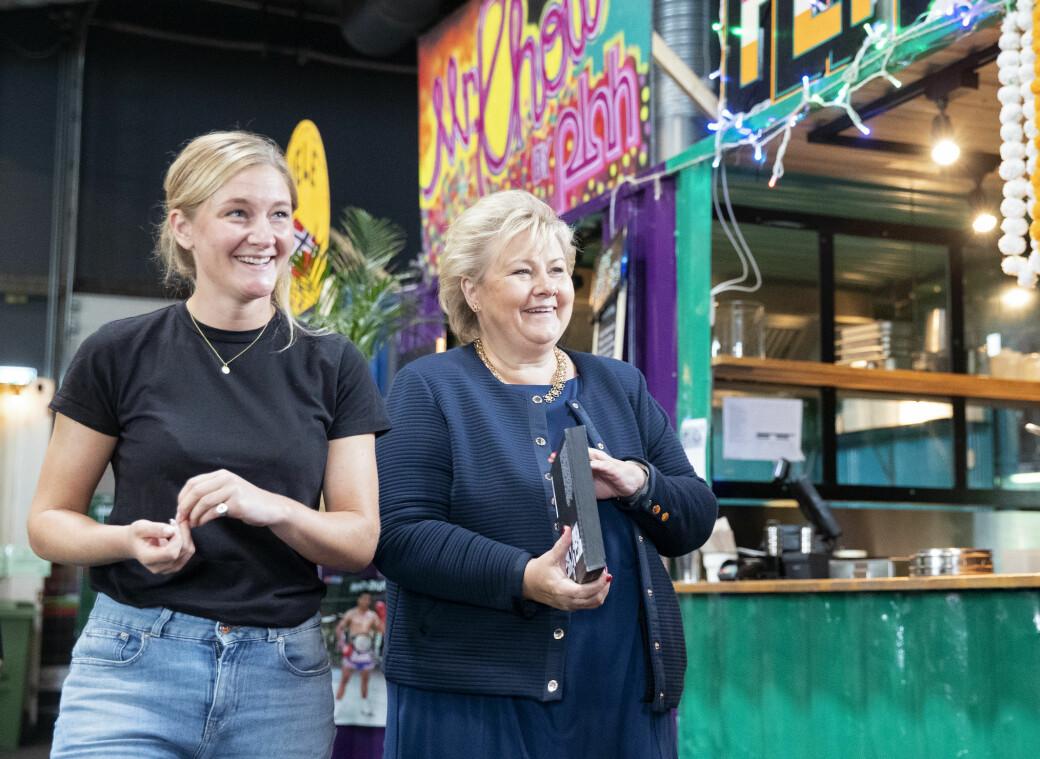 Statsminister Erna Solberg og regjeringens støtteordning hjelper ikke de små matstedene på Vippa. Derfor velger Kaja Skovborg-Hansen (til v.) å trå til med sin egen støtteordning i form av gratis husleie.