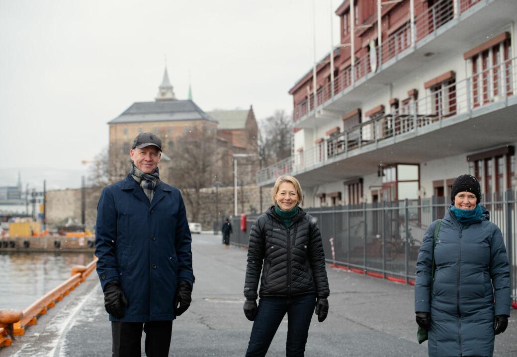 Sammen skal de ivareta over 100 år gammel maritim Oslo-historie samtidig som Skur 38 blir rehabilitert. Fra venstre: havnedirektør Ingvar M. Mathisen, eiendomsdirektør Åsa Nes i Oslo havn og daglig leder Pia Bodahl i FutureBuilt.