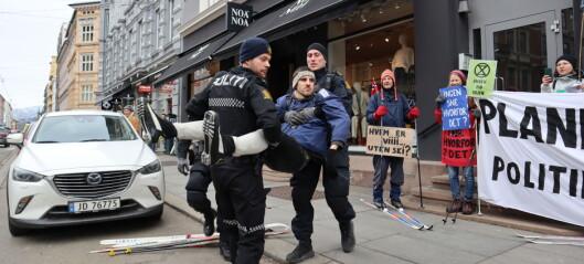 Klimaaksjonister frikjent i retten etter å ha gått på ski opp Bogstadveien. Politiet får kritikk