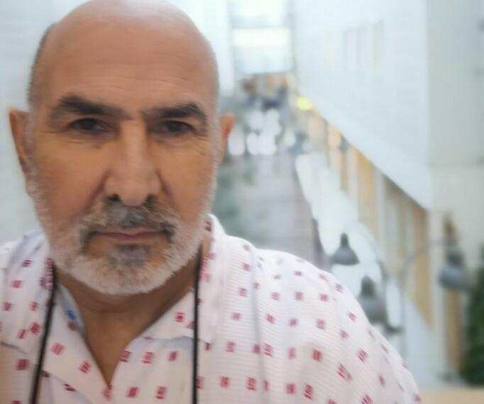 Reza Rezaee fikk transplantert inn ny leverpå Rikshospitalet i januar i 2020. Det er en risikofylt operasjon, særlig i ettertid, og med enda flere potensielt farlige utfall i koronaens tid enn ellers.