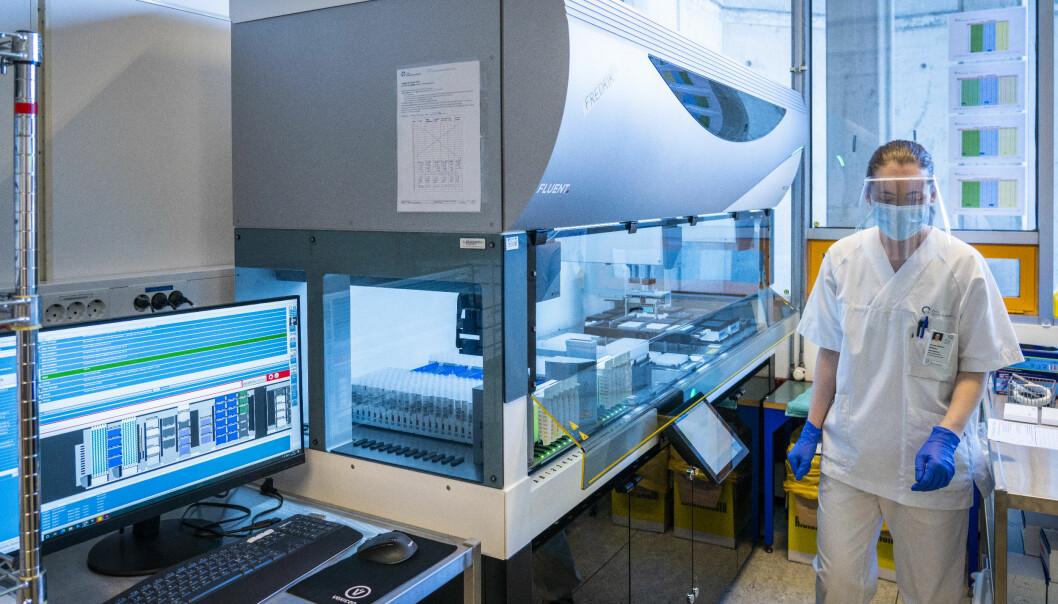 I pandemilabben på Oslo universitetssykehus står det to store analysemaskiner.