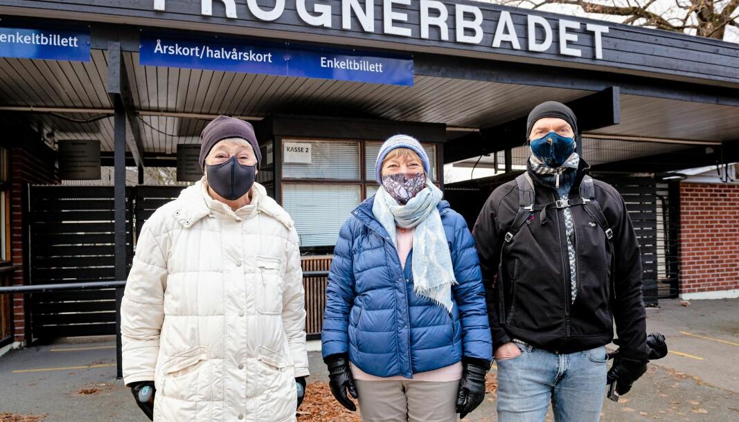 Morgenbaderne Kari Ruud, Mette Havrevold og Bjørn Solheim håper snart det kan bli helårssvømming i Frognerbadet.