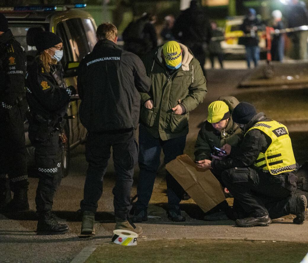 — Vi leter fortsatt etter åstedet. Leiligheten fornærmede ble funnet i er ikke åstedet, sa innsatsleder Arve Røtterud i Oslo-politiet i 22-tiden lørdag kveld.