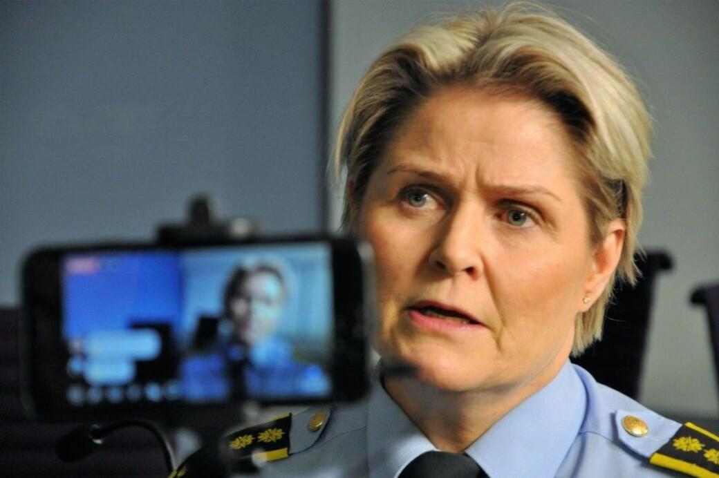 — Den skadde mannen er utenfor livsfare og i god nok form til at vi kan gjennomføre avhør av ham nå søndag kveld, sier Grete Lien Metlid i Oslo-politiet.