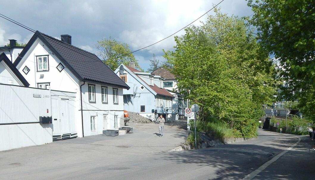 Den planlagte flyttinga av husrekken «Hylla» i Enebakkveien nevnes av en innbygger i kommentarfeltet under kommunens Oslo bys arkitekturpris-promo.