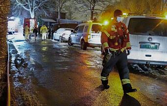 Brudd på vannledning i Bjørneveien: - Kloakk kan ha trukket inn i hus og det er vann i kjellere