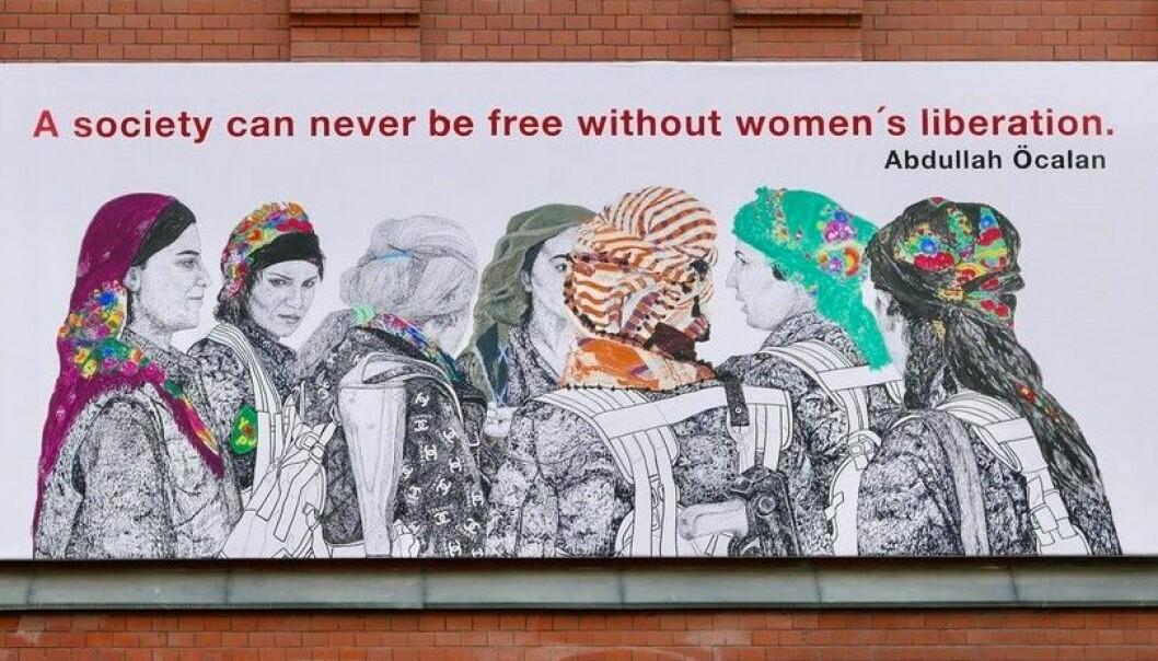 — Folkevalgte skal ikke drive sensur av kunst, vedtar bystyret i kveld. Nekter å fjerne «Rojava: The Women's Revolution» av Gelawesh Waledkhani i Rosenkrantz gate.