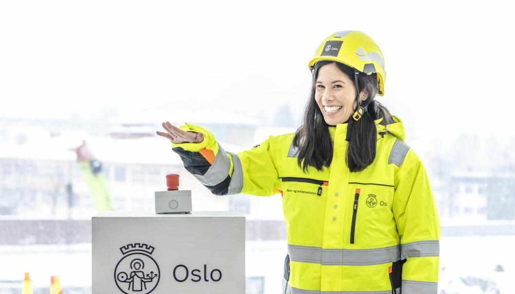 Startskuddet for byggingen av ny vannforsyning til Oslo ble markert torsdag på Huseby. Byråd for miljø og samferdsel Lan Marie Berg trykket på knappen som avfyrte den første tunnelsalven i prosjektet.