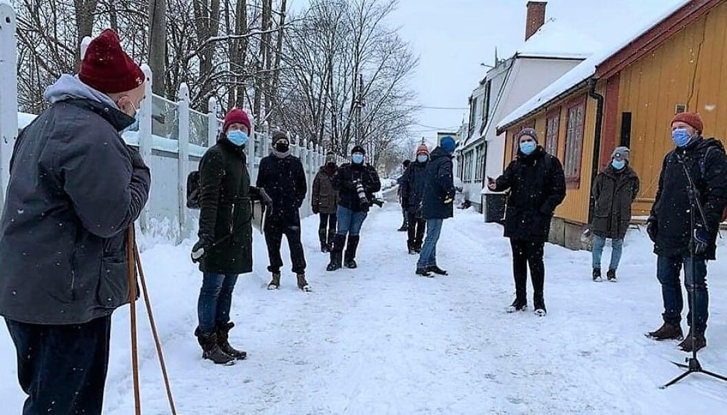 """Bystyrepolitikerne fikk med egne øyne se hvilket unikt bolignivå som vil bli ødelagt på """"Hylla"""" i Enebakveien om planene blir vedtatt."""