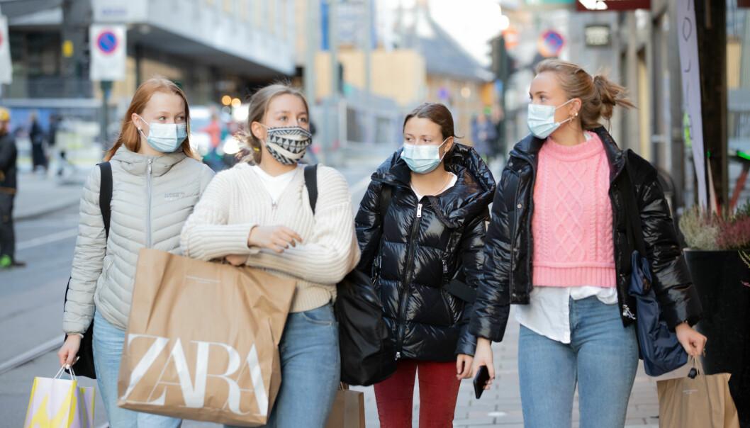 Barn og unge har blitt sendt på aktiviteter med milde, forkjølelseslignende symptomer. Det kan ha gitt flere smittede.