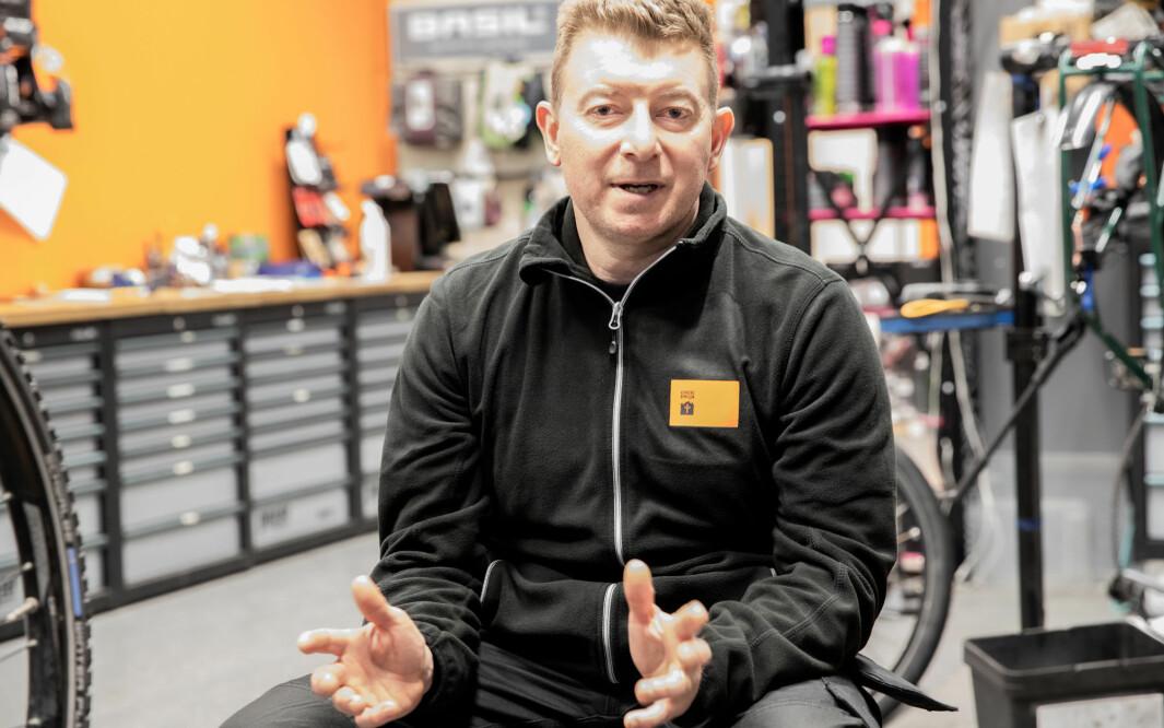 — Om du ønsker å unngå kø er dette tiden for å levere inn sykkelen til vårservise, sier virksomhetsleder Ian Luck.