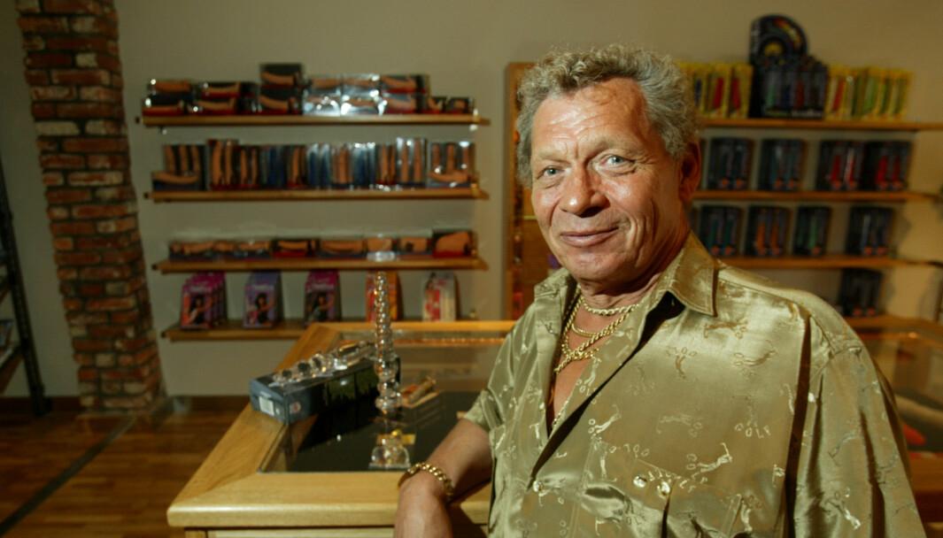 I 2002 gjorde Leif Hagen comeback i erotikkbransjen i Norge med butikken Inn og ut, som solgte sexhjelpemidler. Butikken lå i Oslo sentrum.