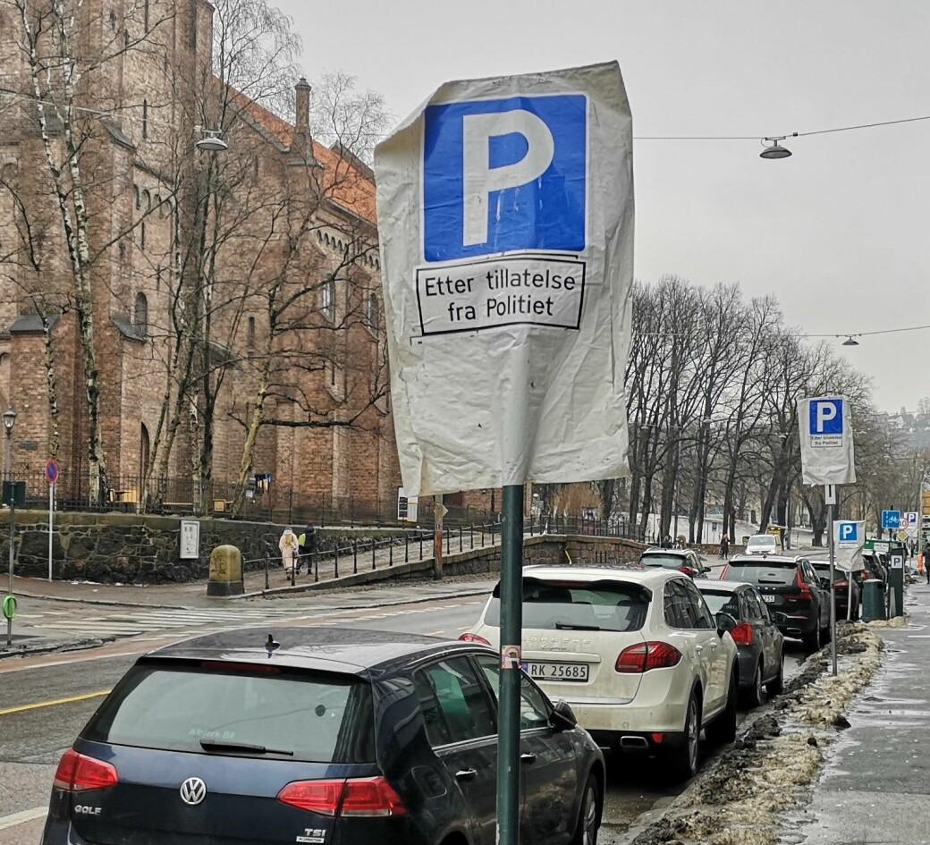 Grønlandsleiret er en av fem gater der kommunale p-plasser er blitt reservert til politiansattes private biler.
