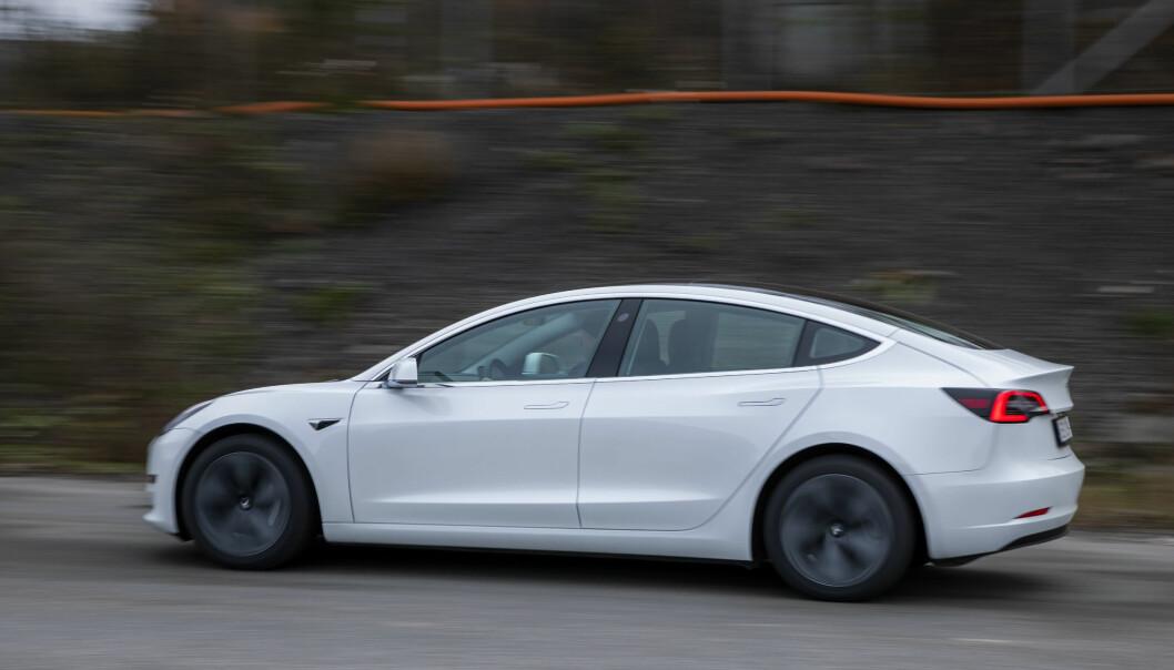 — De som kjører Tesla og tyske biler har mest å gå på bak rattet, både hva angår kjøring totalt, mobilbruk og fart, mener forsikringsselskapet Fremtind.