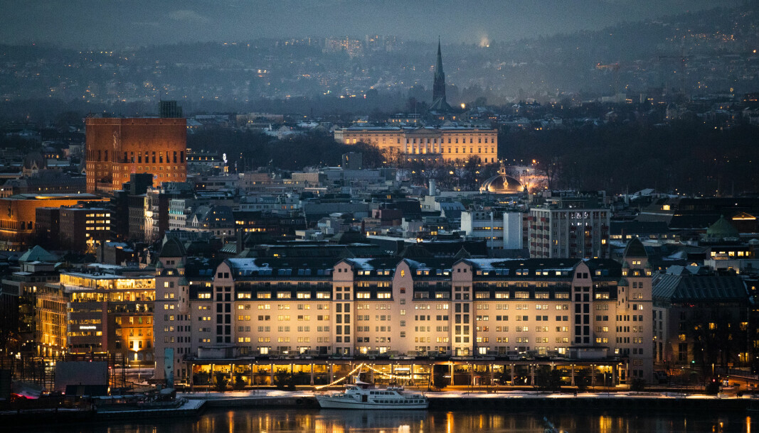 Mange testet seg i Oslo i forrige uke, foran vinterferien. Her Havnelageret, Rådhuset og Slottet.
