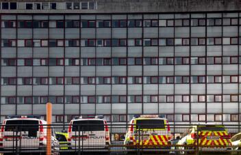 Politihuset blir liggende på Grønland, men må totalrehabiliteres. Kan koste tre milliarder