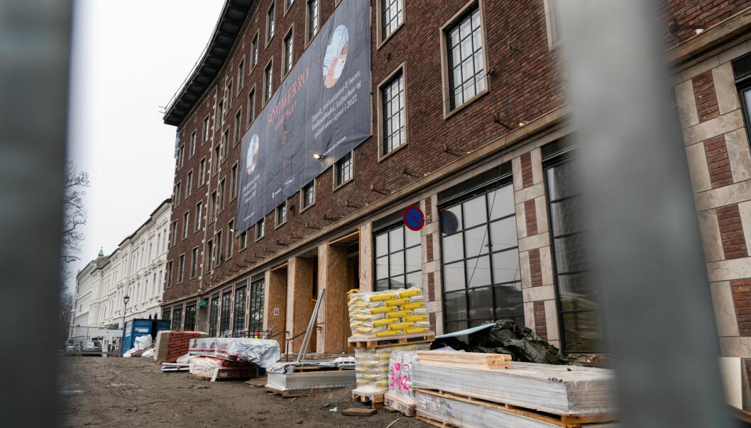 Denne bygningen på Solli plass i Oslo er i ferd med å bygges om til hotell. For øyeblikket er 50 arbeidere koronasmittet.