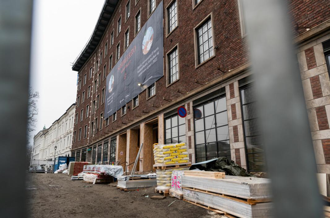 Det pågår et smitteutbrudd på byggeplassen til Petter Stordalens nye hotell ved Solli plass i Oslo. 32 personer er så langt bekreftet smittet.