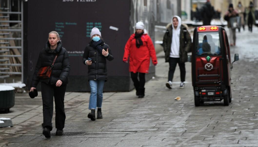 Helseetatens egne ukesrapporter viser at smitten i Oslo har steget i snart tre uker nå. Søndag presenterer byrådet nye smitteverntiltak for hovedstaden, og det er ventet innstramminger i fra før strenge tiltak i byen.