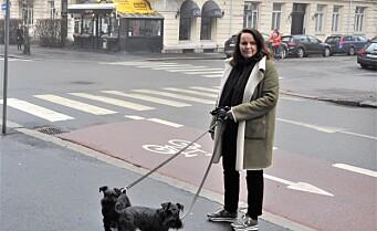 Fortvilet over salting av fortau i Elisenbergveien: - Vi mistet en hund og frykter det skyldes saltet, sier Wenke Skorge