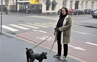 Fortvilet over salting av fortau i Elisenbergveien: - Vi mistet en hund og frykter det skyldes saltet, sier Wenke