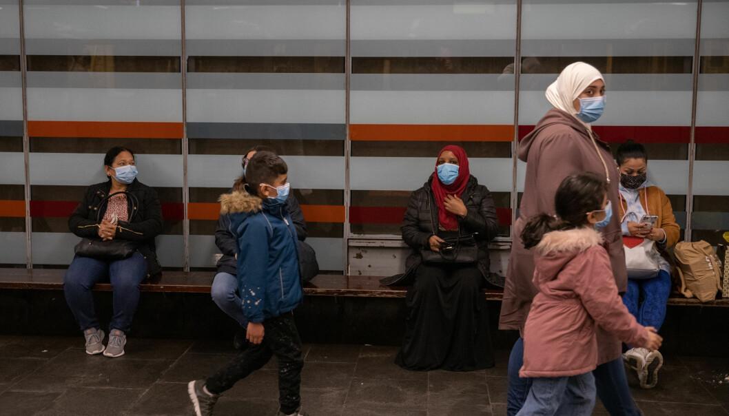 Oslofolk flest følger reglene de blir pålagt av smittvernmyndighetene.