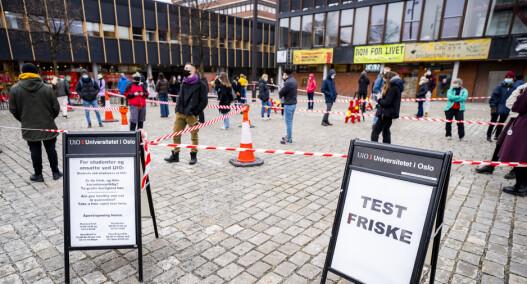 Lange køer ved teststasjonene på Universitetet. — Alle kan ikke teste seg på en gang, forklarer SiO