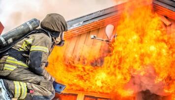 En brann kan fort gi store konsekvenser både personlig og økonomisk. Derfor er det viktig å gjøre det man kan for å beskytte seg mot et eventuelt branntilløp i hjemmet.