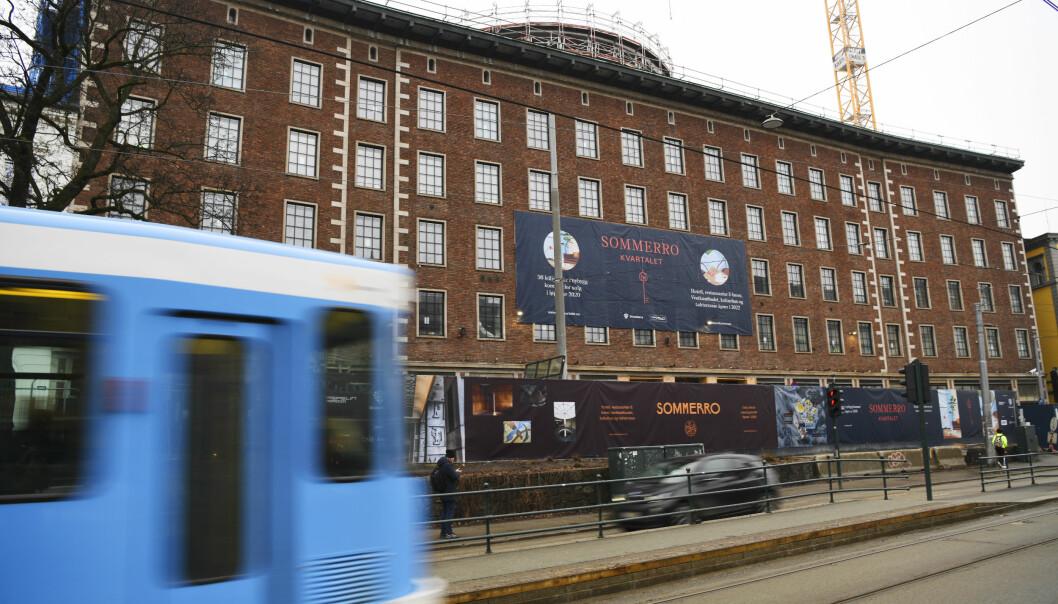 Det pågår massetesting etter et smitteutbrudd ved byggeplassen til Petter Stordalens nye hotell ved Solli plass.