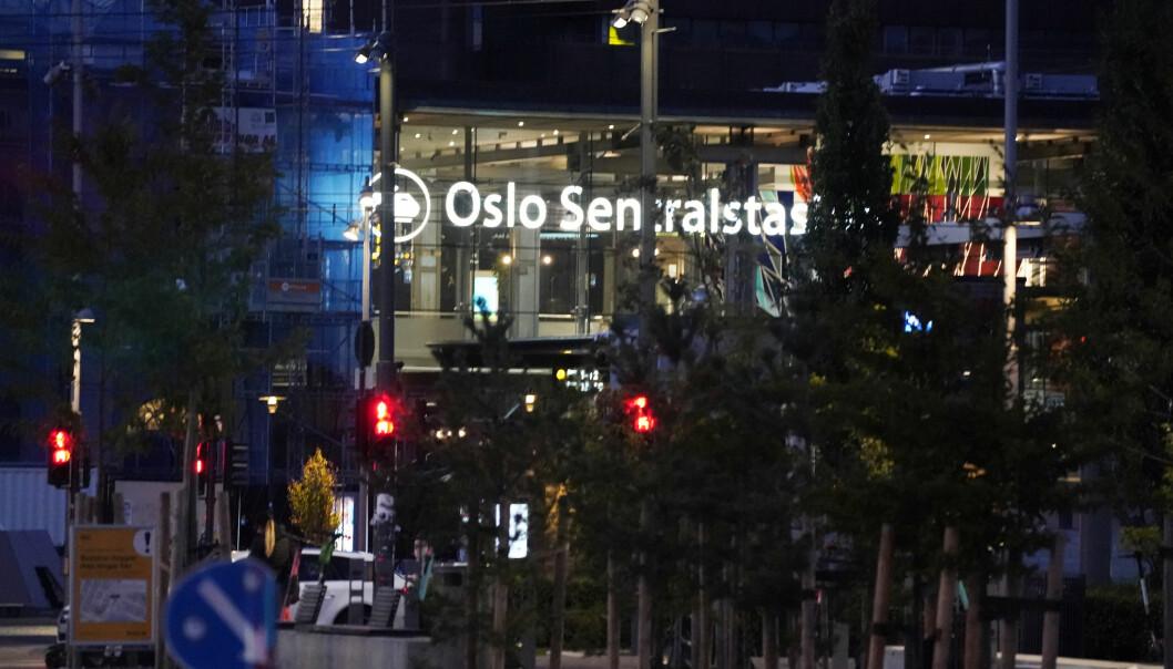 Politiet har kontroll på to personer etter slagsmål på Oslo S.