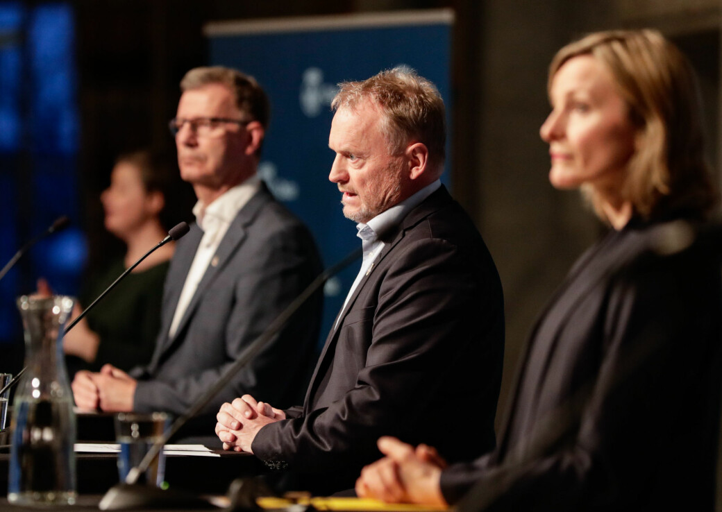 Byrådsleder Raymond Johansen (Ap), flankert av helsebyråd Robert Steen (Ap) og skolebyråd Inga Marte Thorkildsen (SV) innfører for første gang differensierte smitteverntiltak mellom bydeler i Oslo.