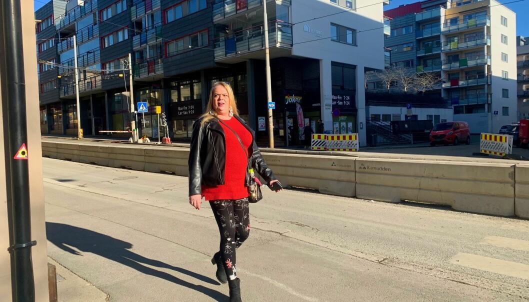 — Storo er et flott sted med mange hyggelige mennesker, forteller Anne Berit, som liker å ta seg en tur ut i gatene når sola skinner.