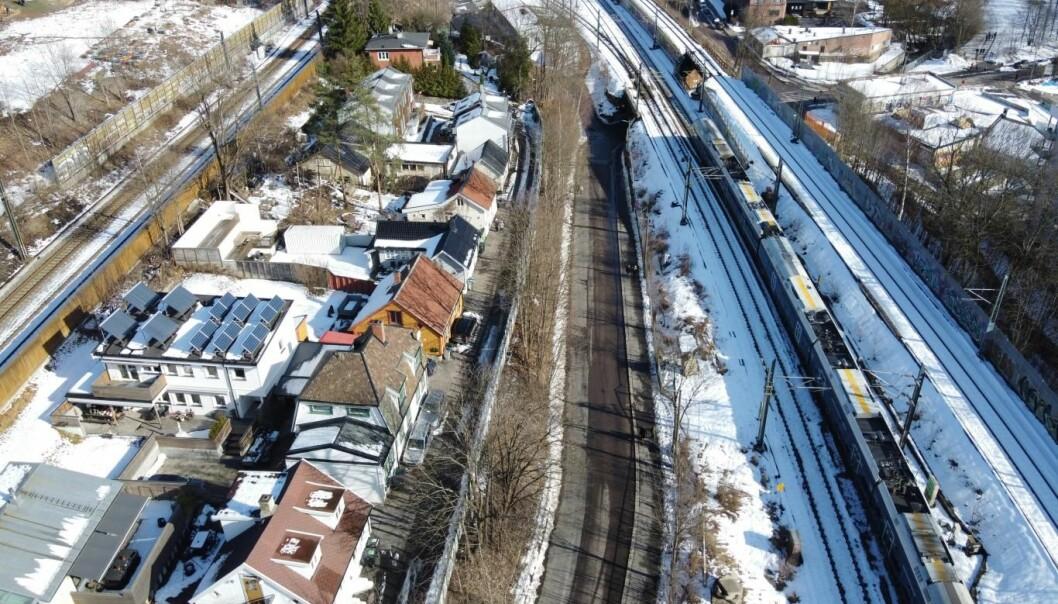De verneverdige husene på Hylla ligger klemt mellom jernbanesporene i Brynsbakken.