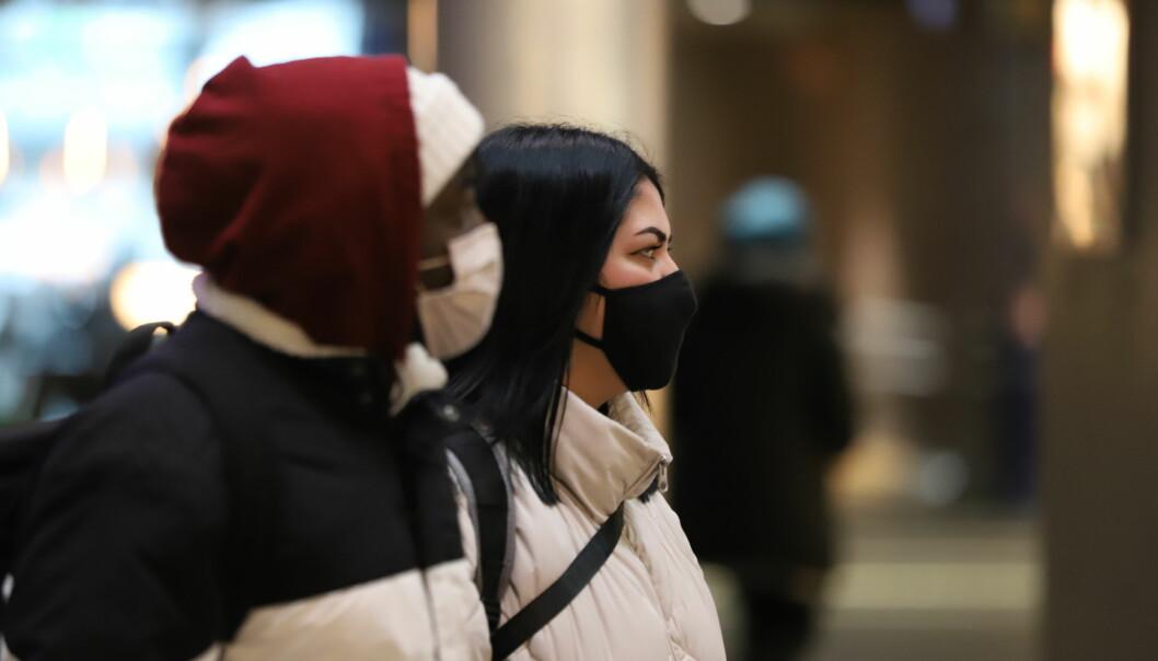 Forskere har sett på hvordan faktorene «husstandstetthet», innvandrerandel og sosioøkonomisk status spiller inn på smittetallene.