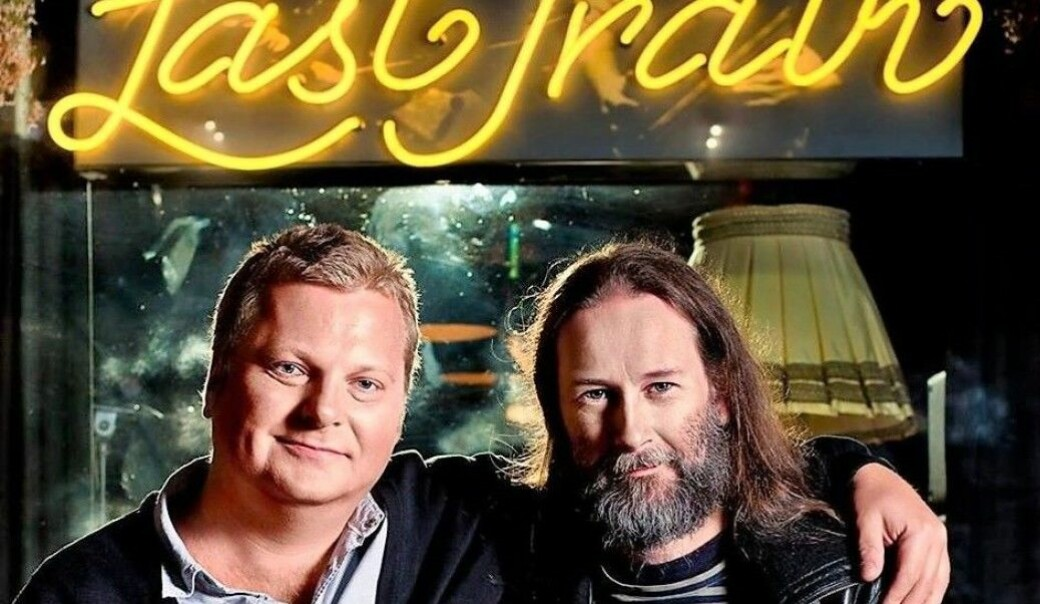 Martin Dynna (til v.) og Frode Halsen har i årevis servert oslofolk musikk og øl. Etter over tre tiår med drift får musikkbaren og konsertscenen Last Train i Universitetsgata Oslo bys kunstnerpris 2021.