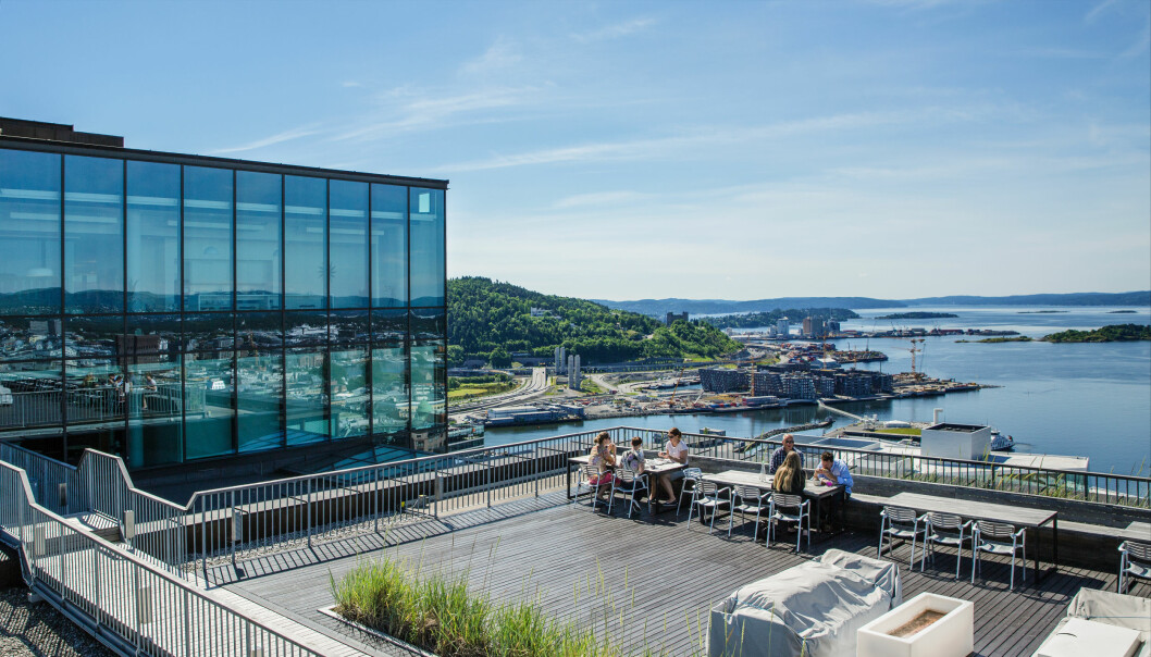 Bjørvika er blitt et populært område der mange profilerte bedrifter har etablert sine kontorer. Her ser vi litt av utsikten fra taket på Posthuset.