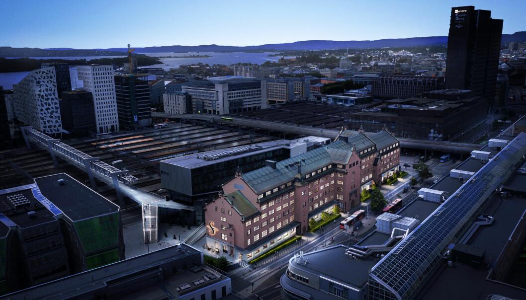 Den gamle tollboden i Schweigaards gate 15 er et av stedene som får nytt liv i indre øst. I bakgrunnen ser vi gangbroen over sporområdet på Oslo S, Barcode og fjorden.
