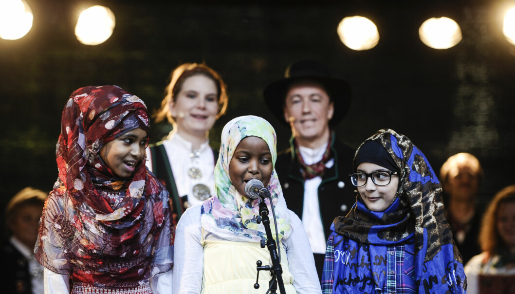 Den Mangfaldige Scenen ved Liv Hege Skagestad og Camara Lundestad Joof, utmerker seg ved å slippe til stemmer som vanligvis ikke slipper til på scenen.