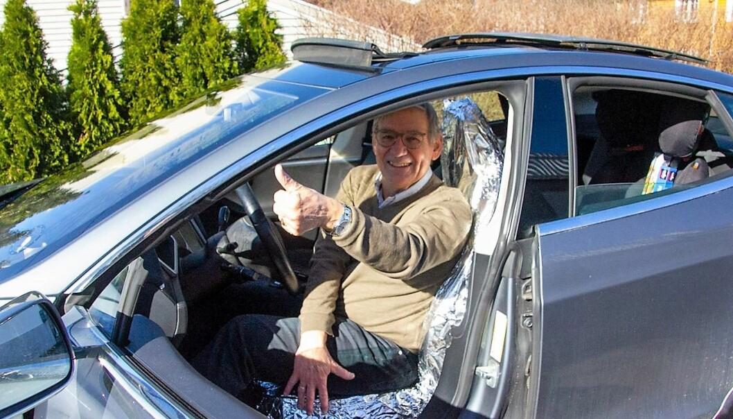 Denne glade Tesla-eieren fra Oslo vest har allerede skaffet seg aluminiumstrekk på førersetet.