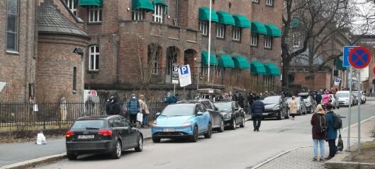 Islam Net møtte onsdag morgen opp med bil full av matvarer til Fattighuset i Grønlandsleiret