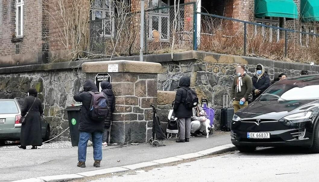 I påsken har rekordmange møtt opp for å motta mat fra Fattighuset.